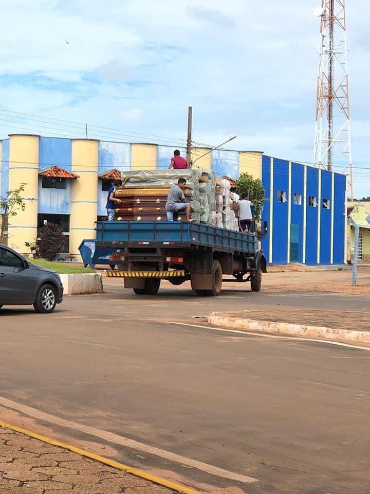 Foto de caminhão carregado com