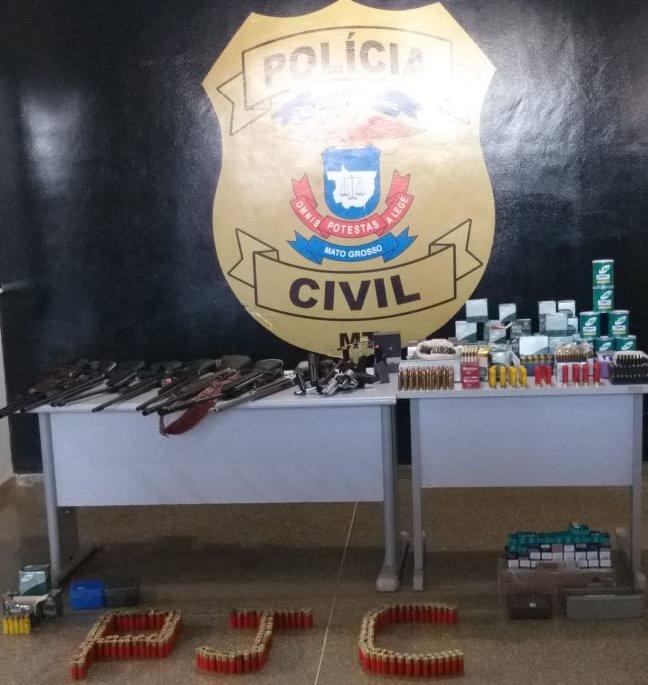 Operação da Polícia Civil cumpre buscas e apreende arsenal em MT