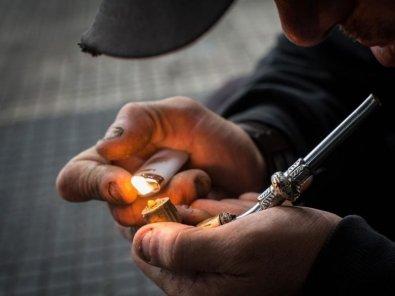 Dependente químico morre após se engasgar com comida em VG