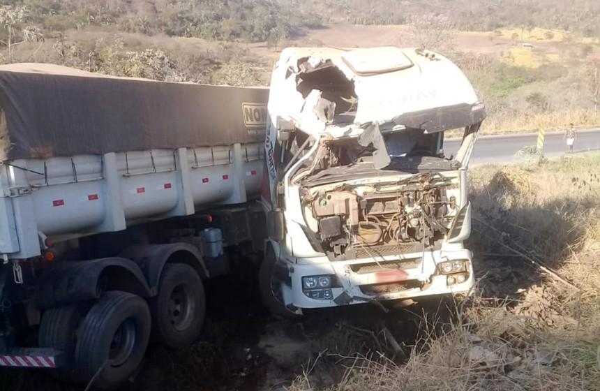 Acidente entre três carretas deixa um ferido na BR-163 em MT; carga é saqueada