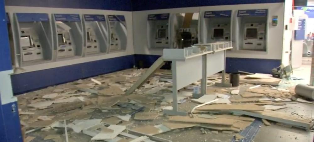 Ladrões explodem caixas eletrônicos e agência bancária fica destruída em Cuiabá-MT
