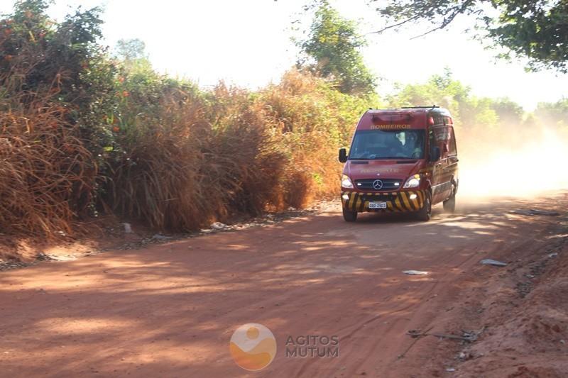Veículo capota em estrada vicinal e três Jovens são encaminhadas ao Hospital Municipal
