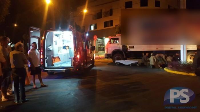 Após acidente, homem fica preso embaixo de caminhão em MT