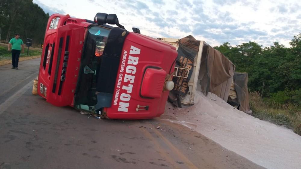 Carreta e Caminhão batem de frente e motorista vem a óbito na BR-163 em Sorriso-MT