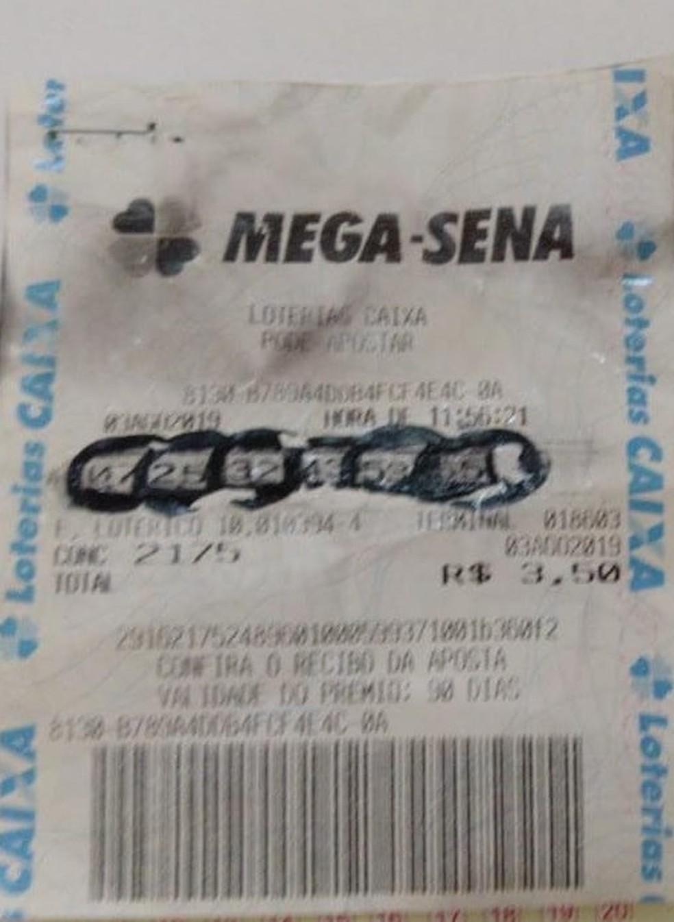Mulher faz falsificação 'grotesca' em bilhete e tenta retirar prêmio da Mega Sena em lotérica de MT