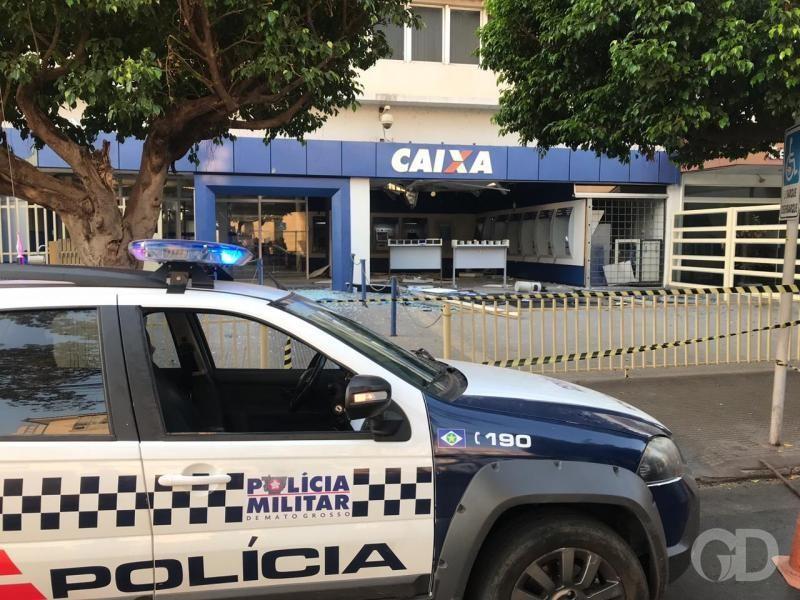 Assaltantes explodem agência da Caixa no centro de Cuiabá