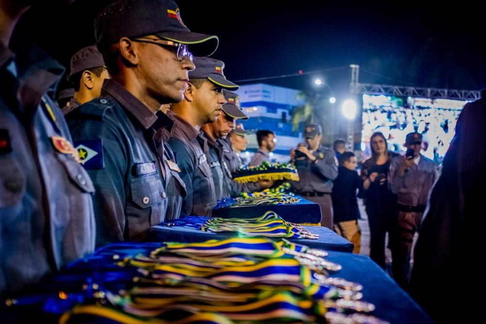 Policiais recebem homenagem por serviços prestados e atos de coragem