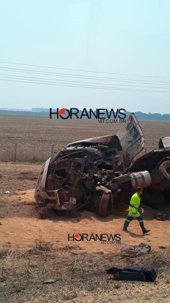 Acidente envolvendo três carretas deixa um morto na BR-163 em Lucas do Rio Verde-MT