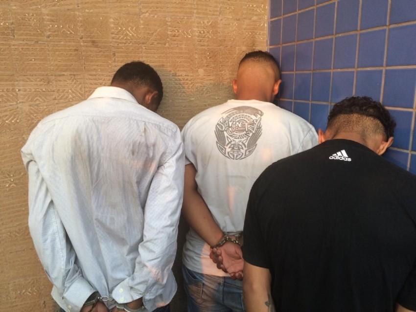 Após mais de uma hora de negociação, bandidos libertam 30 reféns em clínica odontológica