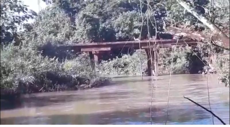 Veículo cai no Rio do Trevo na MT-208 próximo a Nova Monte Verde